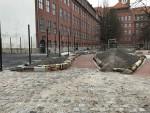 Durchgang vor dem neuen Bolzplatz