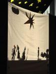 Das reichhaltige Bühnenprogramm umfasste außer dem oben gezeigten noch ein Schwarzlichttheater, dass leider nicht fotografiert werden konnte und diese fantastischen Schattenspiele...
