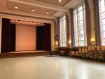 Unsere Aula: zentraler Ort für Schulfeiern, Schülerversammlungen, Theateraufführungen, DS-Proben...
