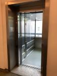 Duch den Fahrstuhl ist das Haus Sybelstr. zum großen Teil barrierefrei