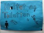 Plakat der 7b für das Jungen-WC
